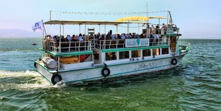 Cruises_on_Lake_Kinneret_Ein_Gev