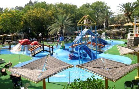 Luna_Gal_Water_Park