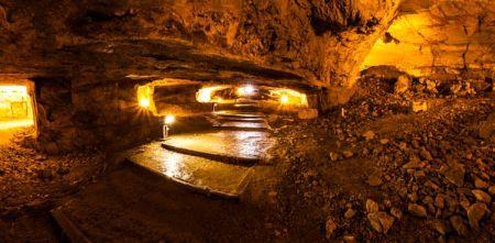 Zedekiah's_Cave